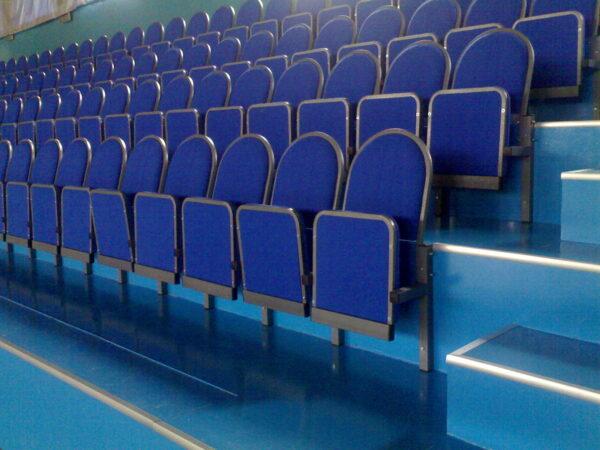 полумягкие кресла для стадиона